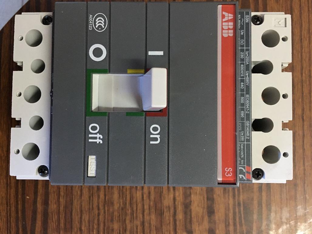 闲置急转2台ABB塑壳断路器
