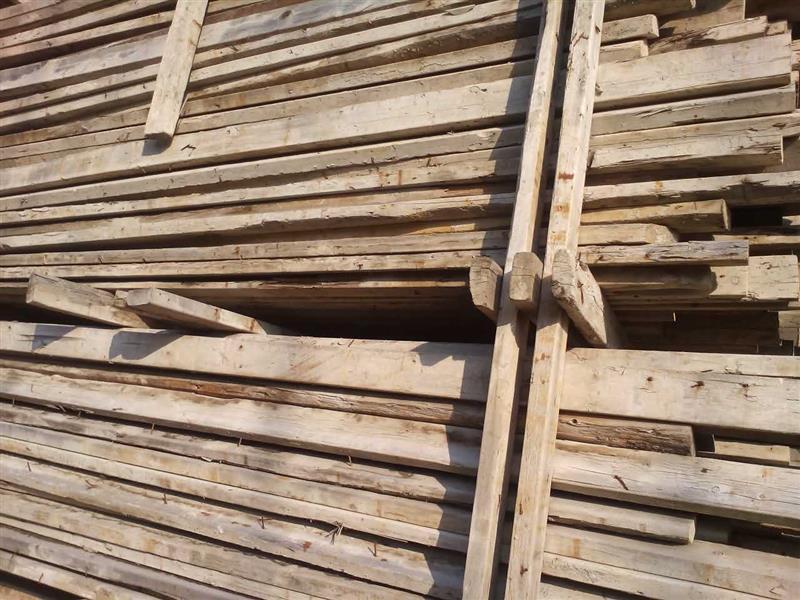 长期回收工地上的木方、模板