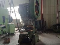 工厂低价急售40吨冲床2台 6.3吨冲床2台 电焊机